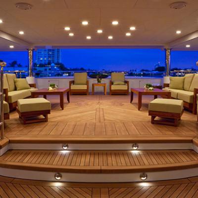 Antibes juan le pins yacht di lusso in costa azzurra charterby for Catamarani di lusso