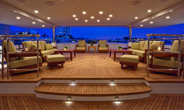 Crociere private di lusso yacht a motore noleggio yacht a - Accessori da bagno di lusso ...