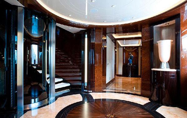 Yacht a motore di lusso per crociere private excellence v for Cabine invernali di lusso